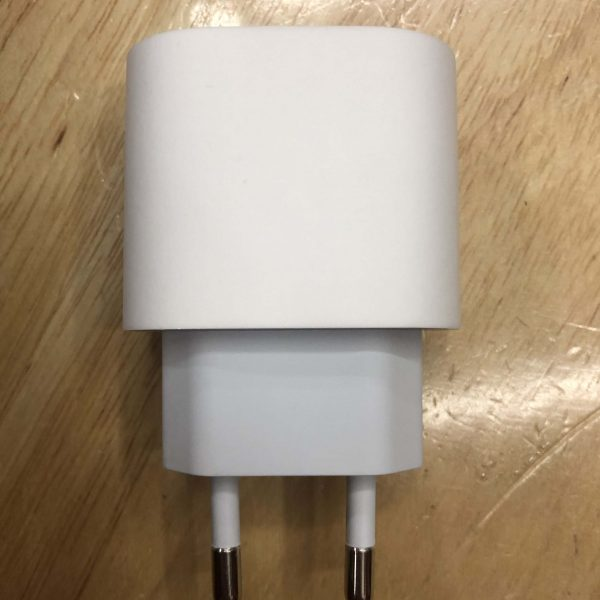 USB-C 18W power adapter (1)副本
